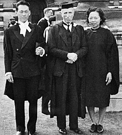 Lee Kuan Yew at his graduation in 1949, with his wife Kwa Geok Choo (Girton, 1947 – who also had achieved a First in Part II Law) and the Censor, W S Thatcher. Credits: Fitzwilliam College